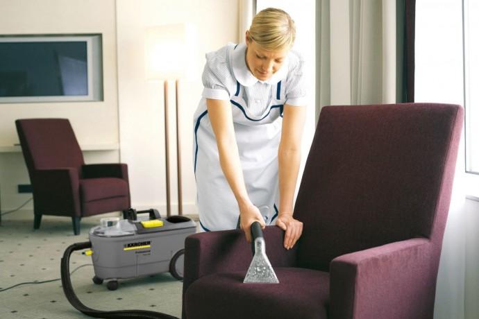 Чому хімчистка м'яких меблів повинна проводитися досвідченими фахівцями?