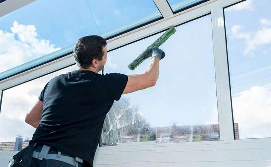 Для чого потрібне миття вікон?