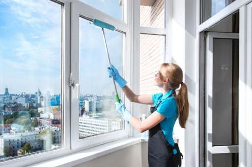 Чому професійна миття вікон гарантує чистоту?