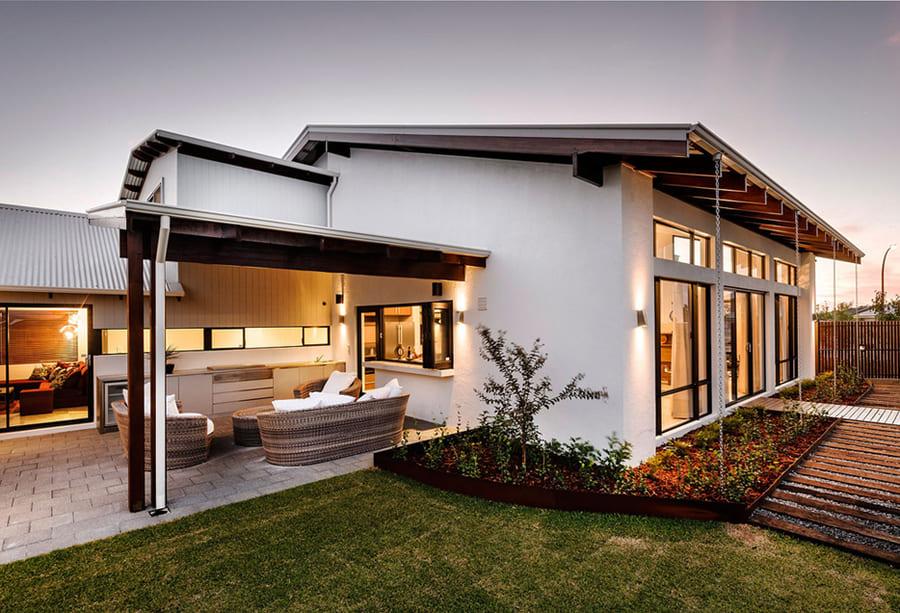 Приватний будинок: прибираємо самі або довіряємо професіоналам?